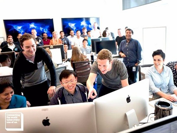 Facebook được đánh giá là có môi trường làm việc thân thiện, trẻ trung và nhân viên luôn hài lòng với những gì mình đang làm