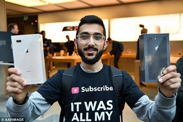 Nỗ lực của Kourouche đã giúp anh trở thành người đầu tiên trên thế giới sở hữu iPhone mới