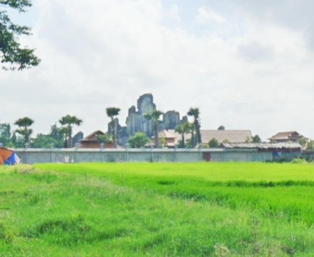 Sau 7 tháng báo chí phản ánh, tỉnh Bạc Liêu vẫn đang xem xét xử lý công trình biệt phủ này.