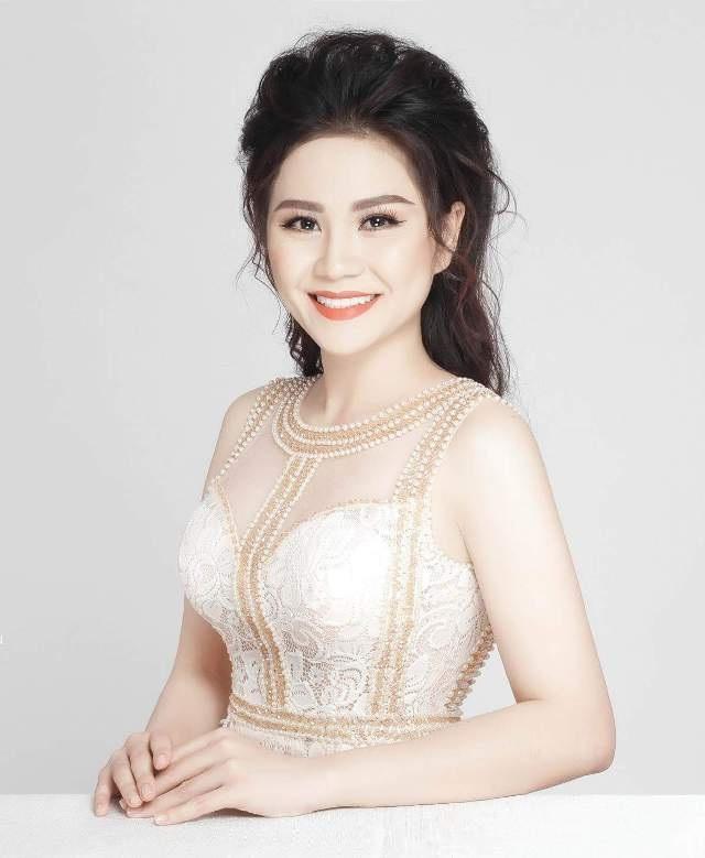 Hồ Thị Ngọc Hương từng giành giải Á khôi 2 cuộc thi Duyên dáng áo bà ba ĐBSCL năm 2017 tổ chức vào tháng 3/2017 tại TP Cần Thơ.