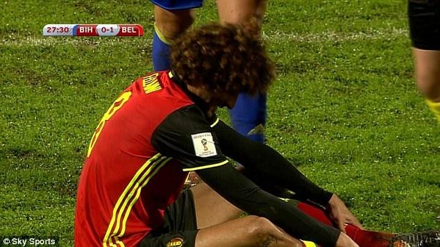 Fellaini cũng phải rời sân sớm ở trận đấu với Bosnia