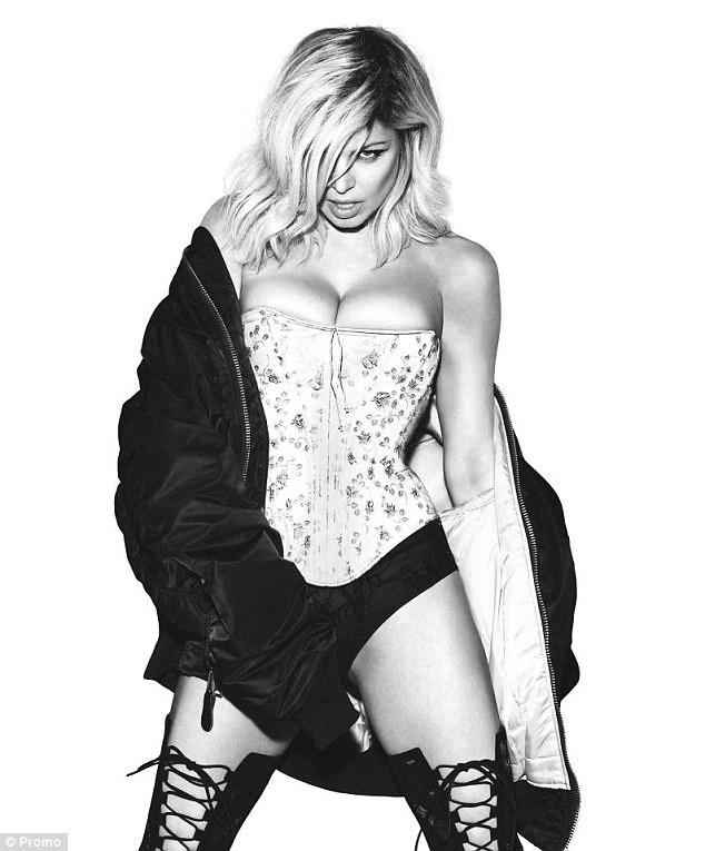Tháng 9 vừa rồi, cựu thành viên của nhóm nhạc Black Eyed Peas bất ngờ thông báo, cô và ông xã Josh Duhamel quyết định ly dị sau gần 10 năm bên nhau và có với nhau một cậu con trai. Trước đây, Fergie và Josh luôn là một cặp đôi đẹp và hạnh phúc trong mắt người hâm mộ.