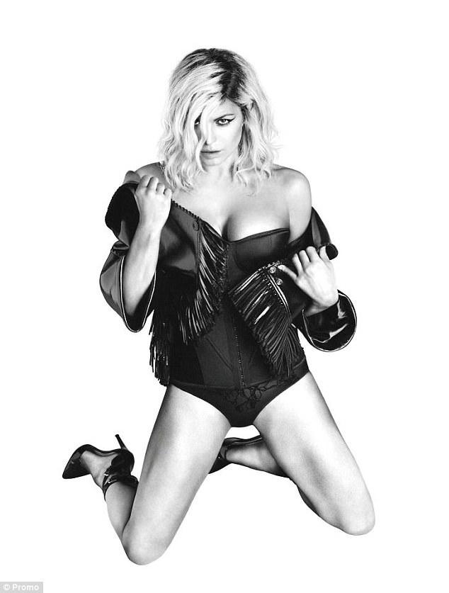 "Vừa chia tay chồng, Fergie tung bộ ảnh ""nude"" gợi cảm - 9"