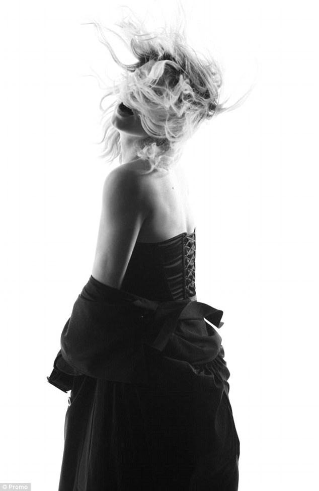 Ngôi sao 42 tuổi cho biết, trong album mới của cô sẽ có ca khúc Hungry và Like It Aint Nuttin.