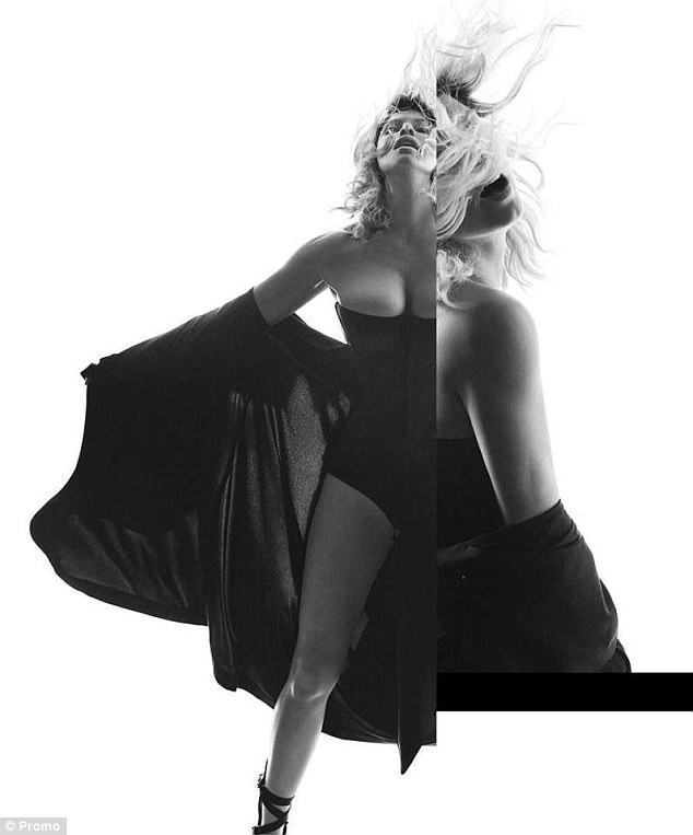 "Vừa chia tay chồng, Fergie tung bộ ảnh ""nude"" gợi cảm - 5"