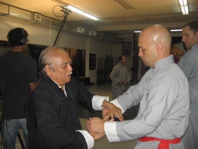 Võ sư Flores sẽ tâm phục khẩu phục nếu thất bại trước Huỳnh Tuấn Kiệt