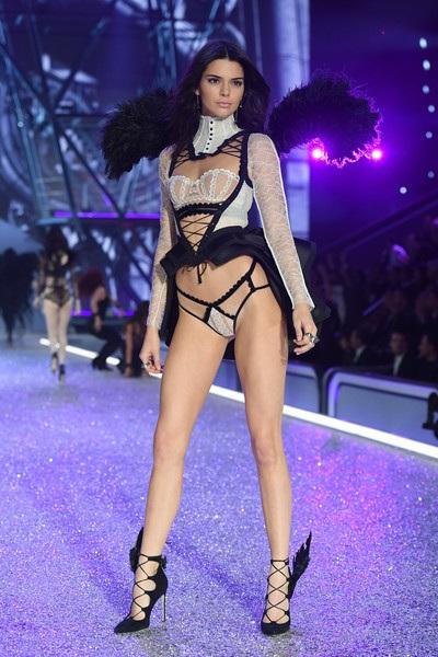 Đưa cả ê kíp lớn tới Thượng Hải đồng nghĩa với việc Victorias Secret phải chi khủng cho show diễn này