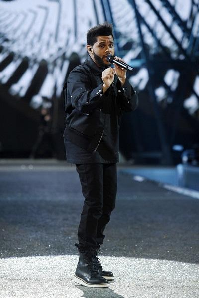 The Weeknd 2 năm liên tiếp được diễn cho nhãn hiệu nội y đình đám này