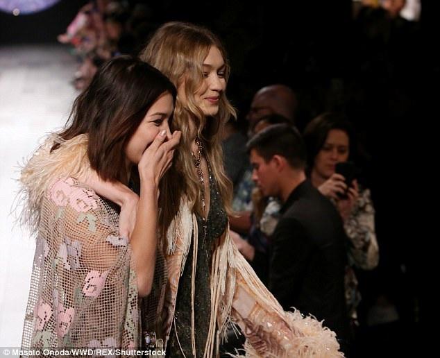 Bella và Gigi là cặp chị em quyền lực của làng thời trang quốc tế hiện nay.