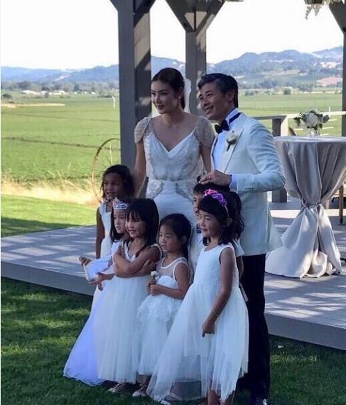 Đây là lần thứ hai Gaile Lok lên xe hoa. Cô từng kết hôn và chung sống như vợ chồng gần 5 năm với Lê Minh trước khi hai người ly dị vào năm 2013.