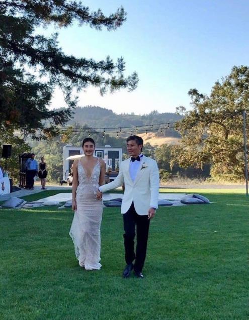 Gaile Lok tổ chức đám cưới tại Mỹ với bạn trai trước sự chứng kiến của bạn bè và người thân, ngày 28/8.