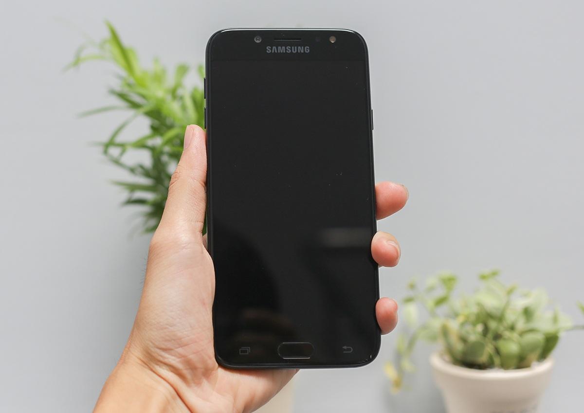 Cận cảnh Galaxy J7 Pro mới nhất của Samsung tại Việt Nam - 1