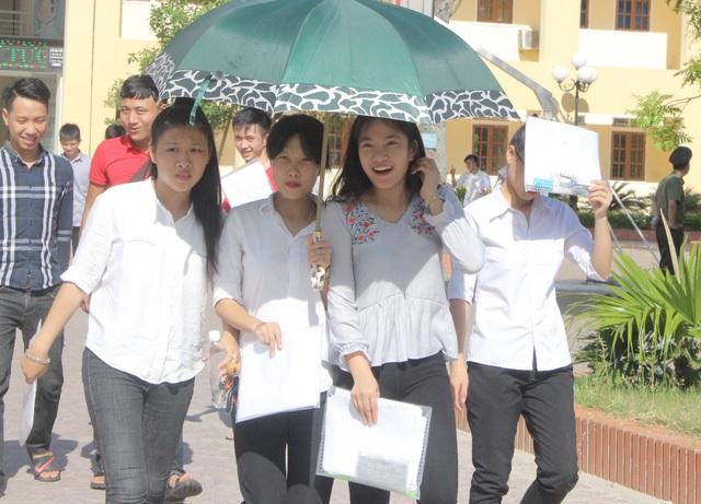 Thí sinh phấn khởi kết thúc kỳ thi tốt nghiệp và xét tuyển vào ĐH,CĐ một cách nhẹ nhàng