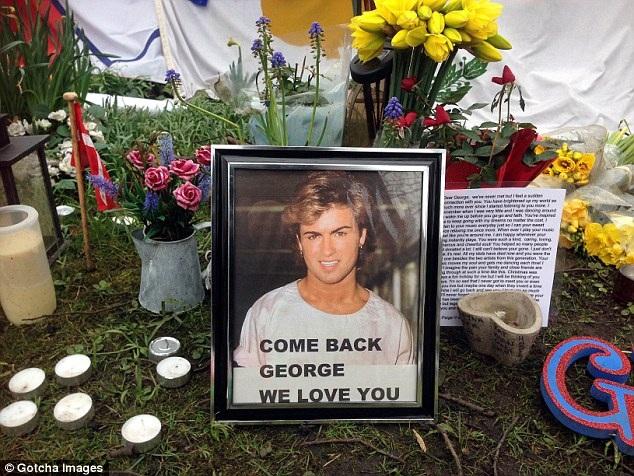 Từ khi George Michael qua đời tới nay, cảnh sát liên tục điều tra nguyên nhân cái chết của anh. Cách đây ít ngày, các bác sỹ pháp y kết luận, nam danh ca này qua đời vì bệnh tim và gan