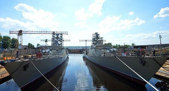 Cặp tàu hộ vệ tên lửa Gepard 3.9 của Việt Nam tại nhà máy đóng tàu Zelenodolsk. Ảnh: Sputnik
