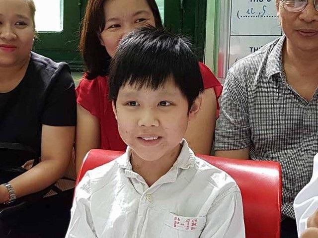Được ghép tim từ người hiến là người lớn, cậu bé này đã thoát khỏi cửa tử vì căn bệnh suy tim giai đoạn cuối. Ảnh: H.Hải