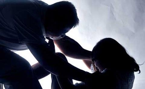 Nữ sinh bị đối tượng giả danh công an hiếp dâm (ảnh minh họa)