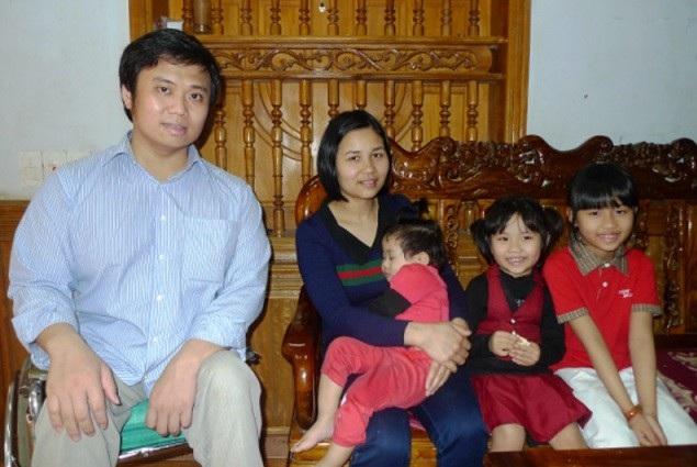Gia đình đầm ấm của thầy giáo Lê Hữu Tuấn. (Ảnh: Pháp luật Việt Nam)