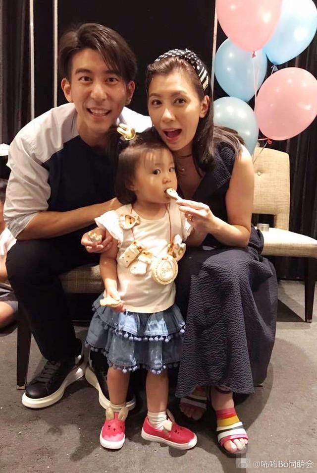 Con gái chung đầu tiên của Giả Tịnh Văn và Tu Kiệt Khải mới 2 tuổi.
