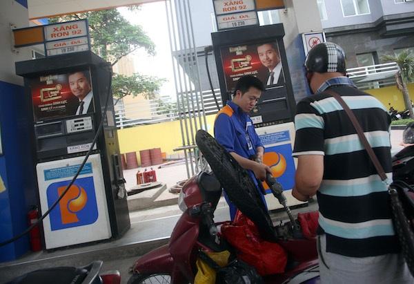 Giá xăng dầu giảm luôn là tin vui với người đại bộ phận người tiêu dùng