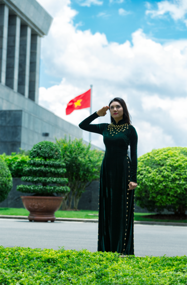 """Mới đây, Giao Linh đã vinh dự trở thành đại biểu đại diện cho tuổi trẻ Quân đội về dự chương trình gặp mặt, tôn vinh điển hình tiên tiến toàn quân thực hiện cuộc vận động """"Phát huy truyền thống, cống hiến tài năng, xứng danh Bộ đội Cụ Hồ"""", giai đoạn 2014-2017 do Bộ Quốc phòng tổ chức tại Quân khu 4."""