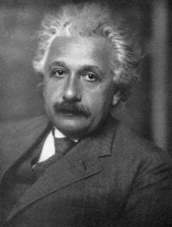 Giáo sư Albert Einstein thật.