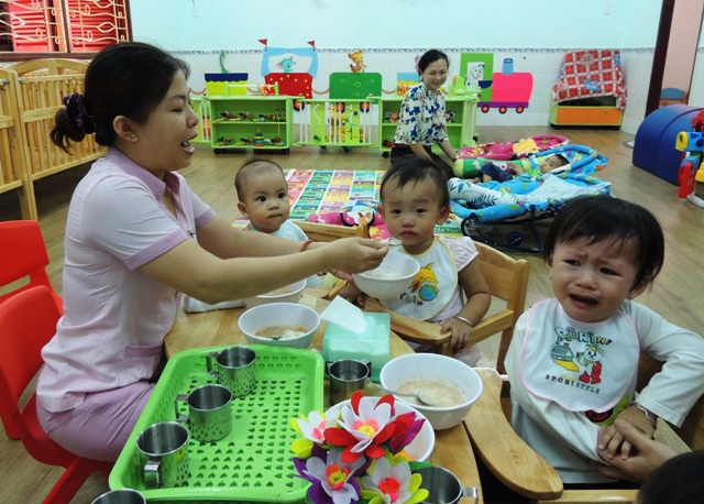 Giáo viên mầm non phải đáp ứng được những kiến thức, kỹ năng chuyên biệt để có thể chăm sóc, giáo dục trẻ mầm non tốt nhất.