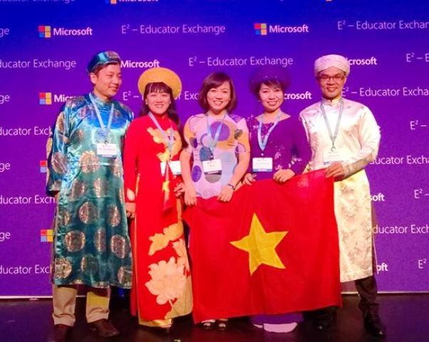 Cô Nguyễn Thị Liễu (thứ hai từ trái qua) tại Diễn đàn giáo dục toàn cầu 2015
