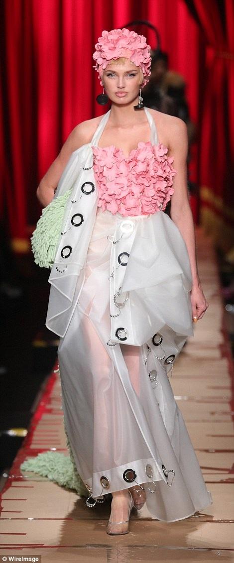 Một chân dài khác của Victorias Secret là Romee Strijd
