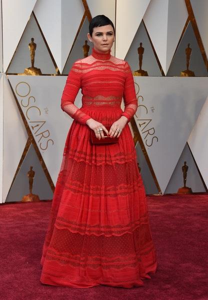 Nữ diễn viên Ginnifer Goodwin diện váy đỏ của Zuhair Murad