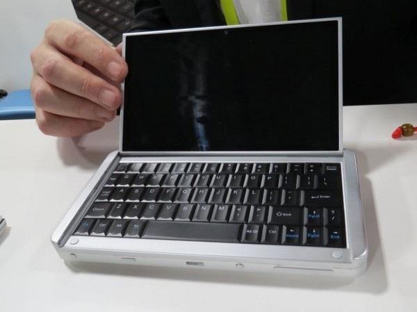 Chiếc laptop màn hình 7-inch với đầy đủ bàn phím vật lý