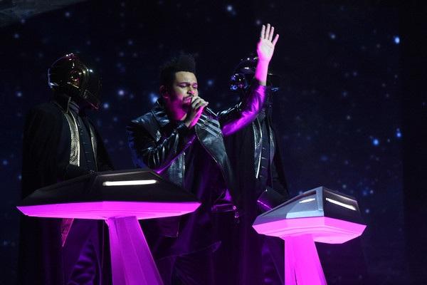 Nghệ sĩ người Pháp - Daft Punk và The Weeknd có màn song ca tuyệt vời trên sân khấu.