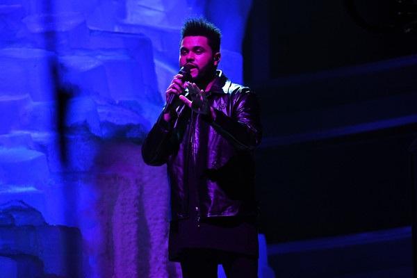 The Weeknd biểu diễn trên sân khấu Grammy 2017