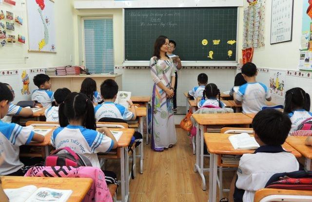 Giáo viên rất dễ bị săm soi bởi các chuẩn của người khác đặt ra (Ảnh chỉ mang tính minh họa)