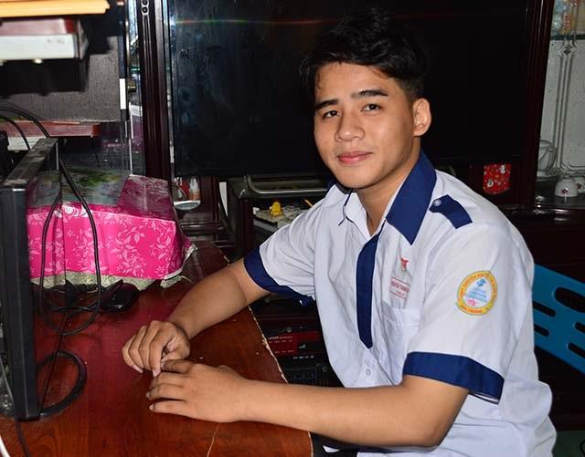 Em Nguyễn Thanh Hải đạt tổng 29,75 điểm ở 3 môn Toán - Hóa - Sinh.