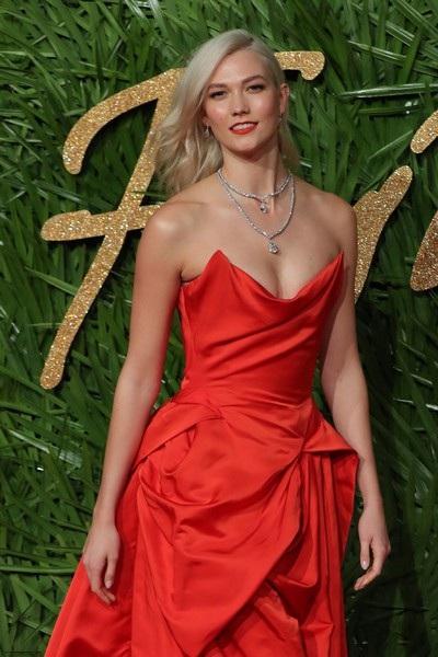 Rita Ora khoe ngực khủng trên thảm đỏ lễ trao giải thời trang - 22
