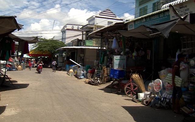 Khu chợ xã Trường Long Tây, nơi có rất nhiều người dây tham gia đường dây hụi do bà Trang làm chủ