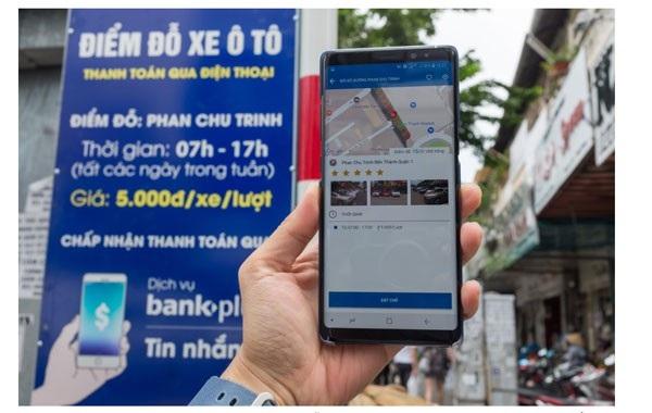 (Caption: Lúc này chúng tôi đang đứng tại bãi đỗ Phan Chu Trinh, có một bảng giới thiệu về bãi đỗ được đặt tại nơi này)