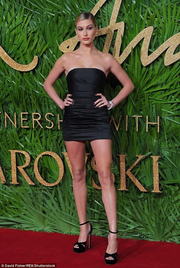 Người đẹp Mỹ hiện rất đắt show quảng cáo và dự tiệc