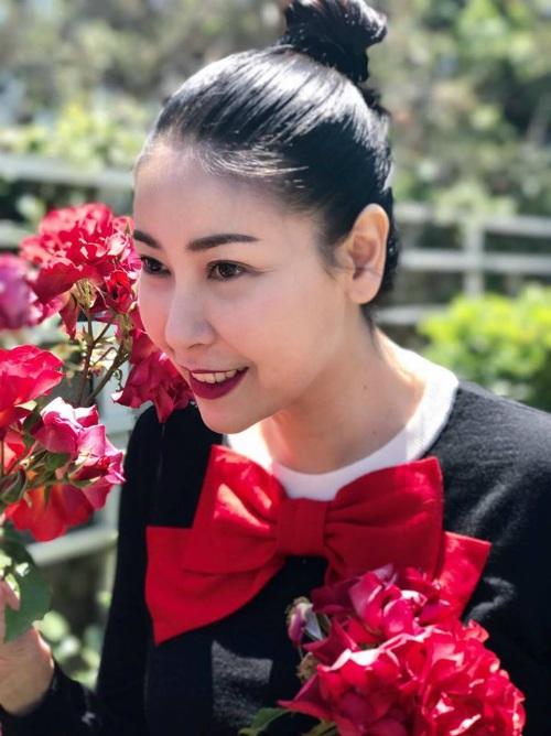 Hà Kiều Anh chia sẻ ảnh vô cùng rạng rỡ đón sinh nhật thứ 40 - vẫn rất xinh đẹp và thu hút. Cô chia sẻ: Ngày đầu tiên của tuổi 40. Thức dậy trong tâm trạng vui vẻ.
