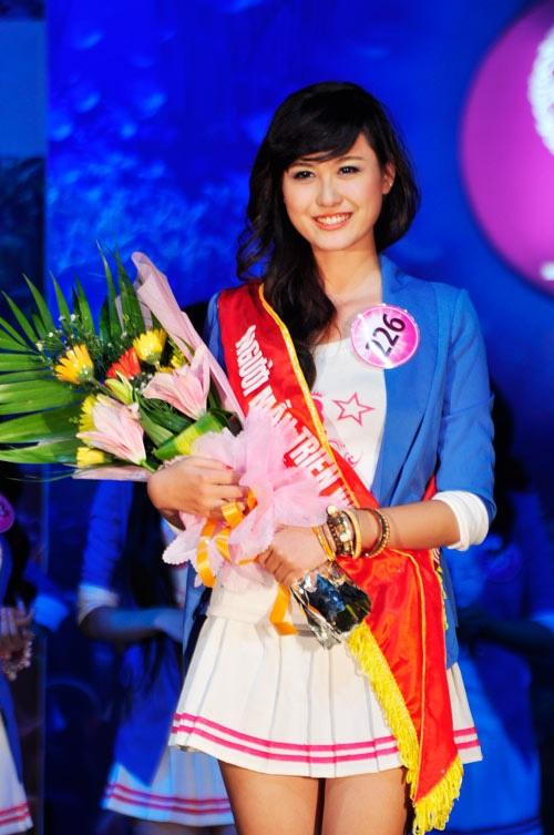 Hà Lade giành giải Người mẫu triển vọng.