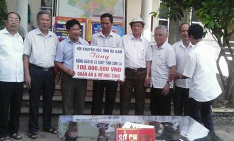 Hội Khuyến học tỉnh Hà Nam ủng hộ 100 triệu đồng và quần áo, sách vở tới Hội Khuyến học tỉnh Sơn La - 1
