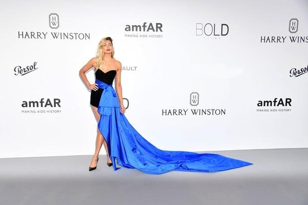 Jessica Hart và bộ váy sành điệu