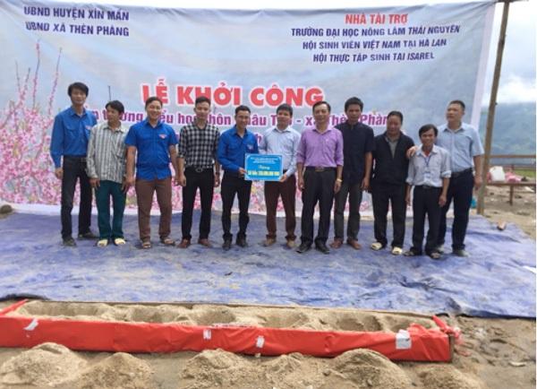 Nguồn quỹ quyên góp được trao cho đơn vị thi công xây dựng điểm trường