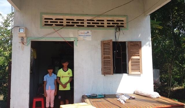 Căn nhà bấy lâu nay mẹ con chị Khuê ở là căn nhà nhân ái của một ngân hàng tặng từ lâu, bên trong căn nhà không có thứ gì làm giá trị.