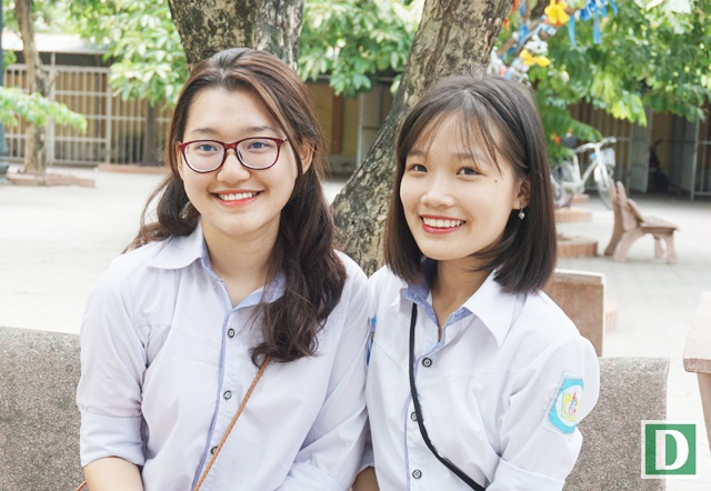 Phương Uyên và Hồng Nhung là cựu học sinh lớp 12C1, Trường THPT chuyên Phan Bội Châu