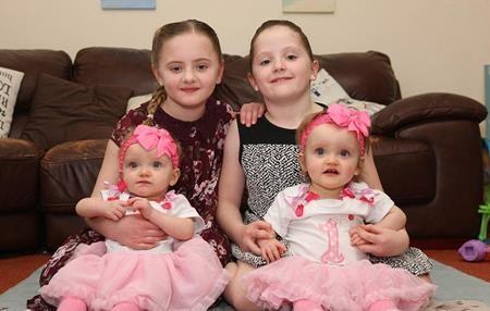 Erin và Leah Sullivan sinh cùng ngày cùng tháng với hai chị gái Charlotte, Isabelle