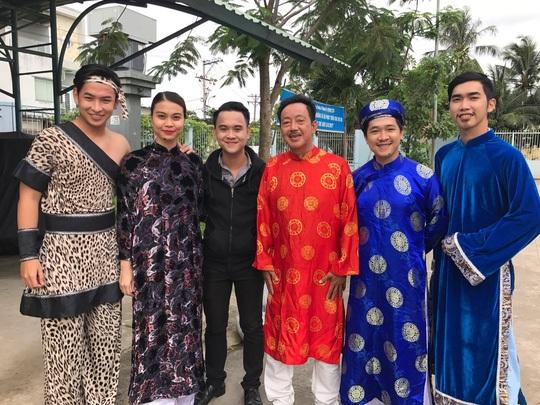 Vừa qua nam nghệ sĩ Khánh Nam cũng tham gia tự nguyện trong chương trình văn nghệ Trái tim yêu thương tổ chức tại Trung tâm bảo trợ người già tàn tật Thạnh Lộc.
