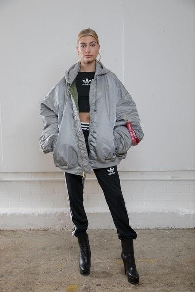 Hailey Baldwin trình diễn cho Adidas tại London cách đây ít ngày