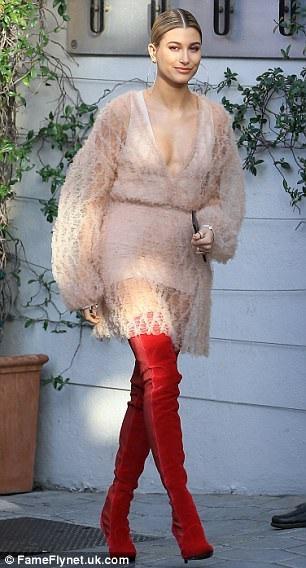 Gần đây Hailey còn thành công trong vai trò nhà thiết kế thời trang và mỹ phẩm